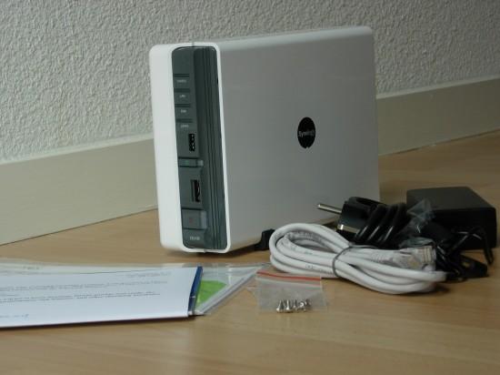 Contenu du colis : DS109, alimentation, câble RJ45, visserie et documentation