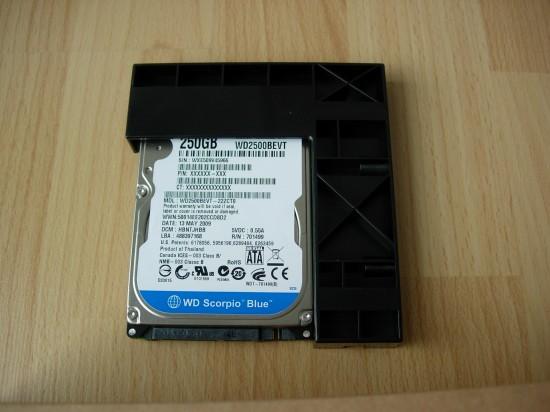 """Le disque dur 2.5"""" de 250 Go monté sur l'adaptateur 2.5"""" vers 3.5"""""""