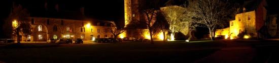 Panorama nocturne du chateau de Bricquebec